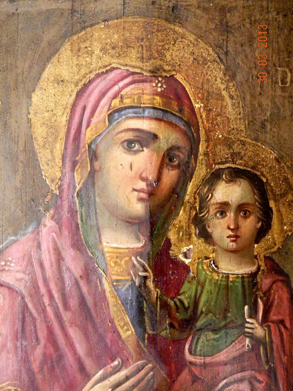 Detaliu icoana Maica Domnului , in timpul curatarii depunerilor la nivelul stratului pictural.